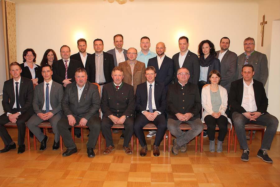 Der neue Gemeinderat bei seiner konstituierenden Sitzung. © Thomas Weikertschläger/NÖN